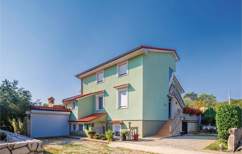 Awesome home in Silo with WiFi and 3 Bedrooms (CKK724), location de vacances à Polje