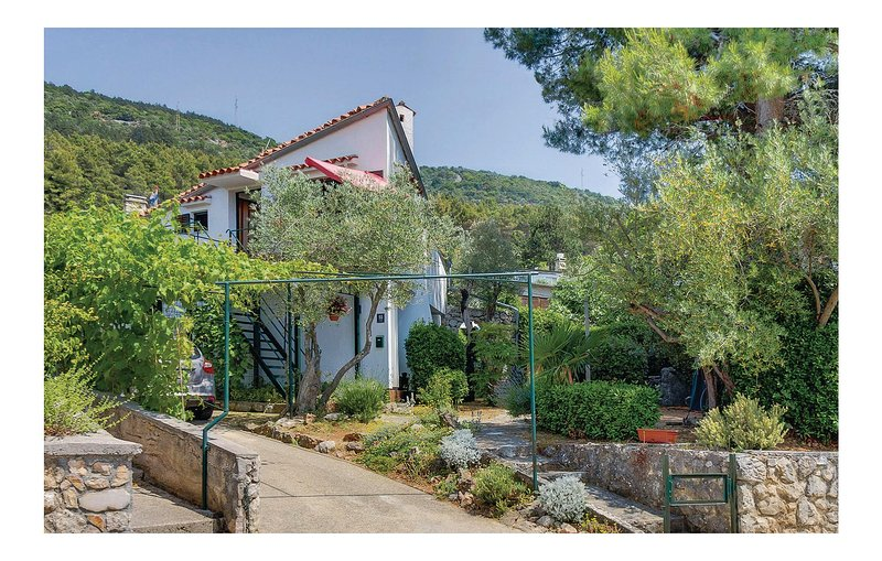 Nice home in Cres with WiFi and 2 Bedrooms (CKL131), casa vacanza a Cres