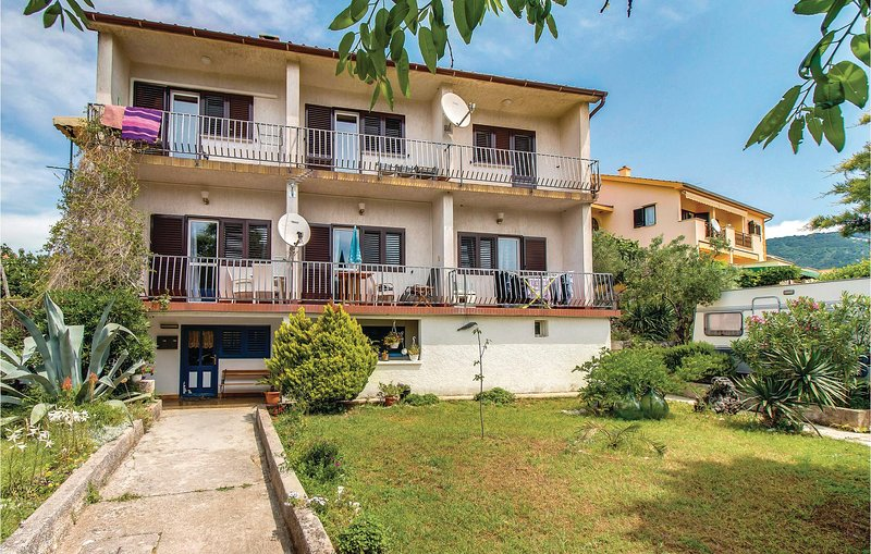 Awesome home in Cres with WiFi and 1 Bedrooms (CKL203), casa vacanza a Cres