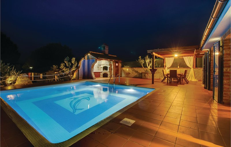 Awesome home in Nerezine with WiFi and 3 Bedrooms (CKL206), casa vacanza a Nerezine