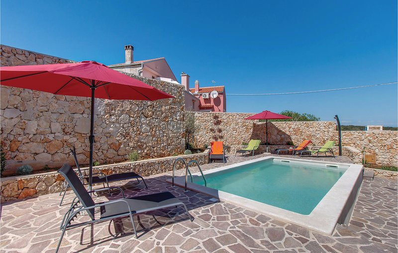 Nice home in Plat with Jacuzzi, WiFi and 2 Bedrooms (CKL200), holiday rental in Belej