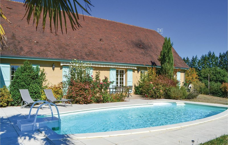 Amazing home in Montignac with WiFi, 3 Bedrooms and Outdoor swimming pool (FAD39, holiday rental in Auriac-du-Perigord