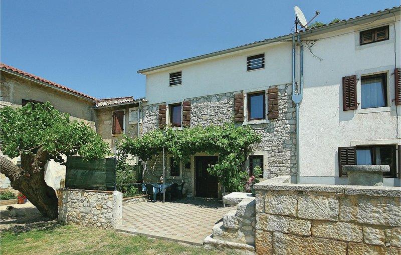 Awesome home in Porec with 3 Bedrooms (CIE586), alquiler vacacional en Zbandaj