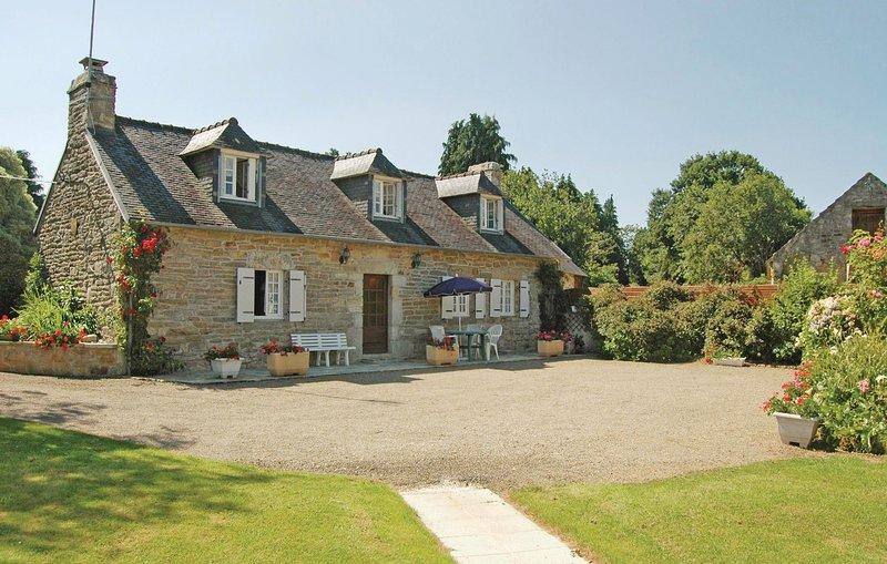 Amazing home in Gouesnac'h with 3 Bedrooms (FBF561), location de vacances à Pleuven
