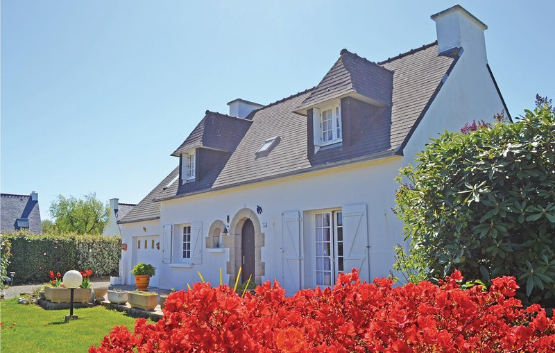 Beautiful home in Combrit with 3 Bedrooms (FBF512), location de vacances à Île-Tudy