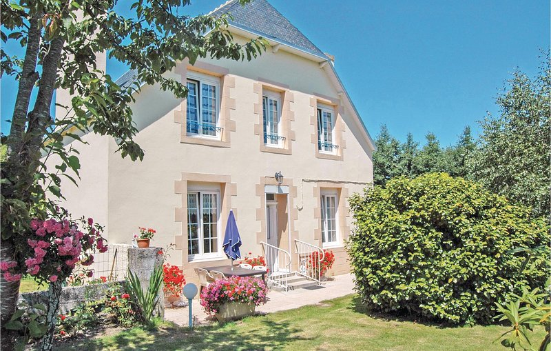 Amazing home in Saint Jean-Trolimon with 2 Bedrooms (FBF552), alquiler vacacional en Plomeur