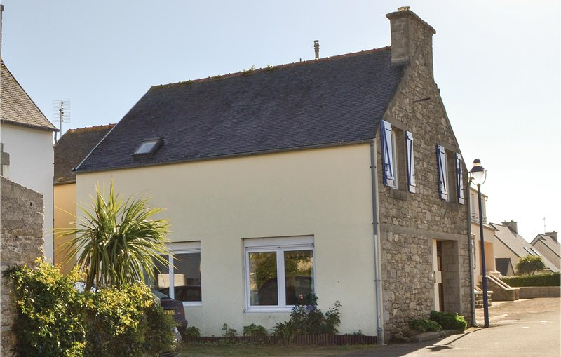 Nice home in Santec with 4 Bedrooms (FBF596), location de vacances à Santec