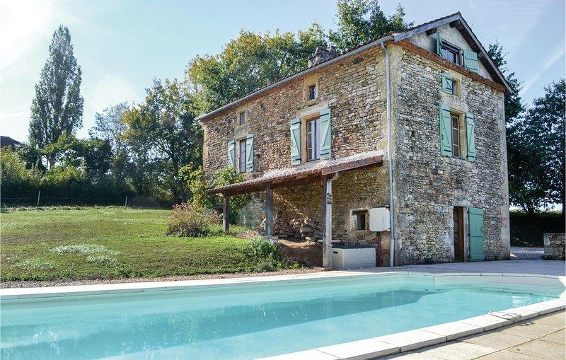 Nice home in Villefranche-du-Perigo with 3 Bedrooms (FAD749), location de vacances à Cassagnes