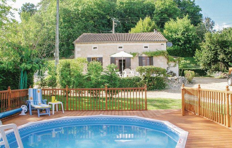 Amazing home in Douzillac w/ 4 Bedrooms (FAD762), holiday rental in Saint-Medard-de-Mussidan