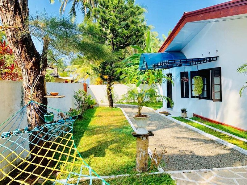 Luxury Holiday Villa with Private Beach in Maggona, Kalutara District, Sri Lanka, vacation rental in Kalutara