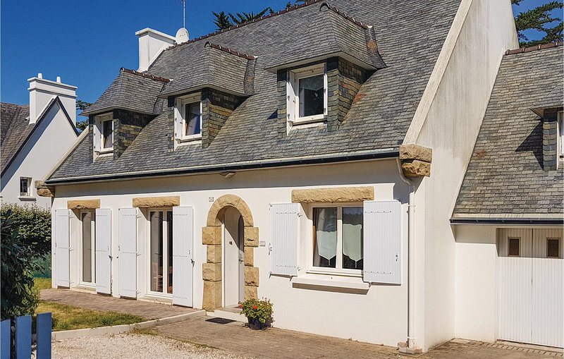 Amazing home in Fouesnant with WiFi and 4 Bedrooms (FBF599), casa vacanza a La Foret-Fouesnant