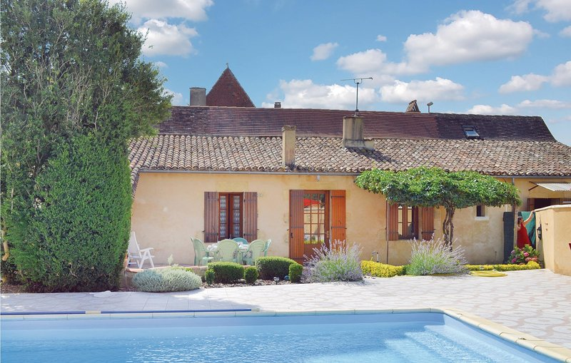 Amazing home in St Pierre d'Eyraud with WiFi and 3 Bedrooms (FAD784), holiday rental in Le Fleix