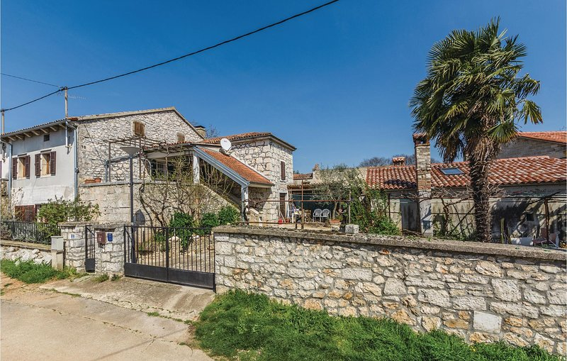 Awesome home in Vrsar with WiFi and 0 Bedrooms (CIE864), holiday rental in Fuskulin