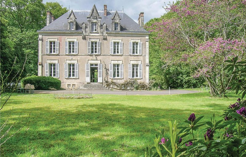 Awesome home in St Lyphard with 6 Bedrooms (FBL024), alquiler vacacional en Saint-Lyphard