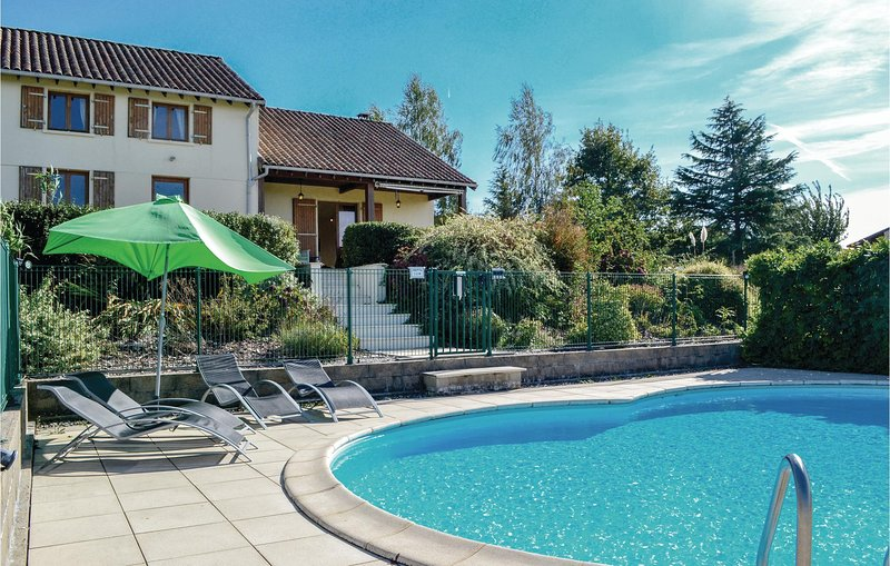Awesome home in St. Saud Lacoussiere with WiFi and 3 Bedrooms (FAD801), holiday rental in Champs-Romain