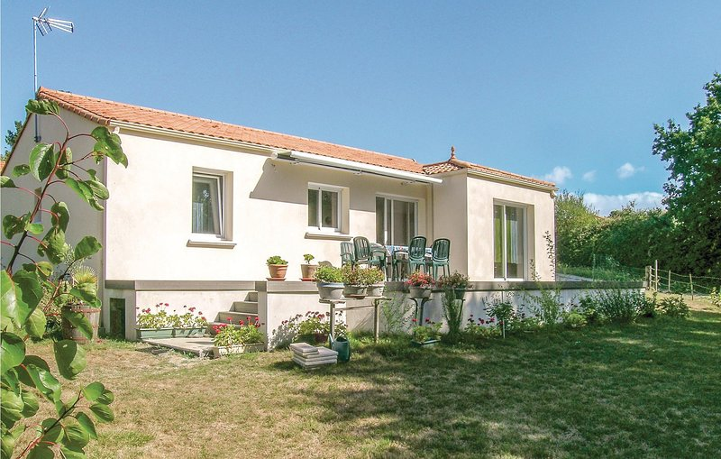 Beautiful home in St Michel Chef Chef with 2 Bedrooms (FBL050), alquiler vacacional en La Plaine-sur-Mer
