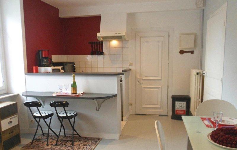 Stunning home in Vildé-la-Marine with 1 Bedrooms (FBI103), casa vacanza a Hirel