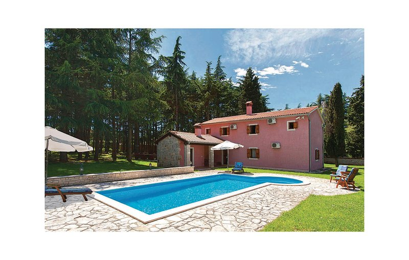 Stunning home in Vrsar with WiFi and 3 Bedrooms (CIE700), holiday rental in Klostar