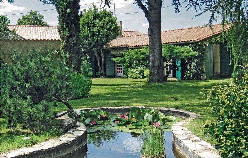 Stunning home in Cezac with 3 Bedrooms (FAG712), location de vacances à Cubzac-Les-Ponts