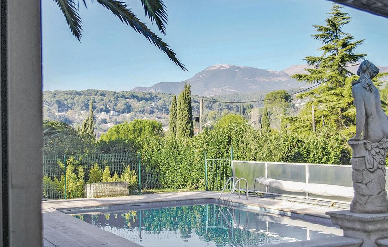 Stunning home in La Colle sur Loup with WiFi and 2 Bedrooms (FCA064), alquiler vacacional en La Colle-sur-Loup