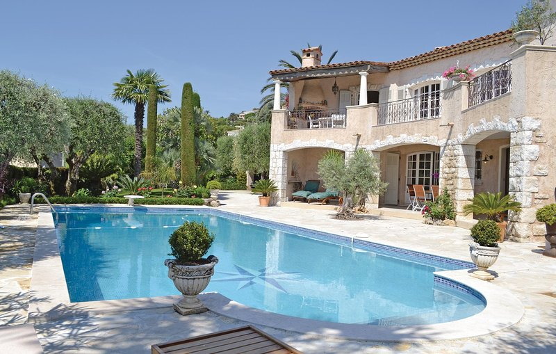 Stunning home in Vallauris with WiFi and 2 Bedrooms (FCA169), holiday rental in Golfe-Juan Vallauris