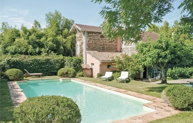 Mooi historisch verblijf uit 1830 (FAL007), holiday rental in Commensacq