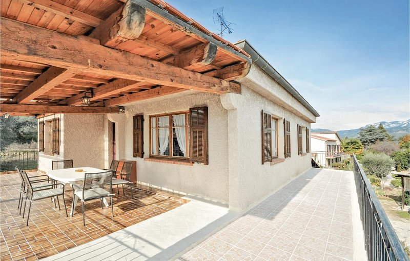 Nice home in Carros with WiFi and 3 Bedrooms (FCA456), vacation rental in Colomars