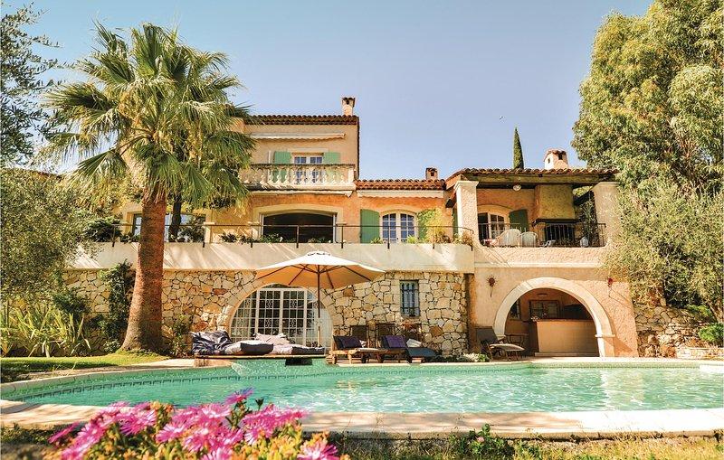 Amazing home in Le Tignet w/ WiFi and 5 Bedrooms (FCA636), location de vacances à Spéracèdes