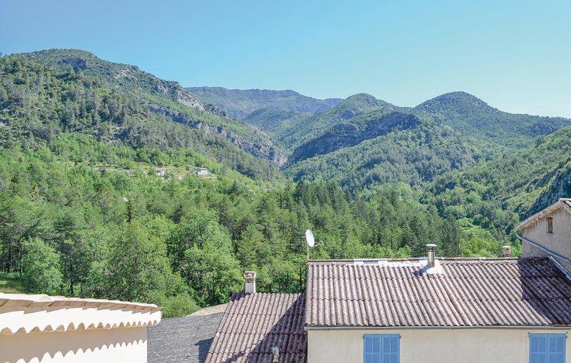 Beautiful home in Cuebris with 1 Bedrooms (FCA574), casa vacanza a Bairols