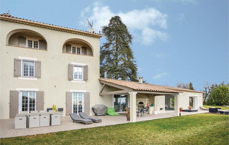 Awesome home in La Gaude with WiFi and 4 Bedrooms (FCA693), holiday rental in La Gaude