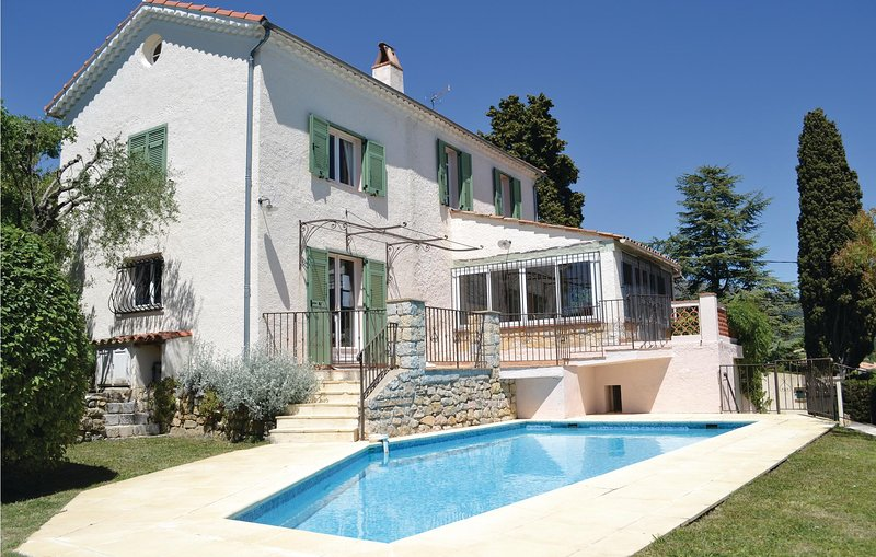Beautiful home in Cabris with WiFi and 3 Bedrooms (FCA725), holiday rental in Cabris