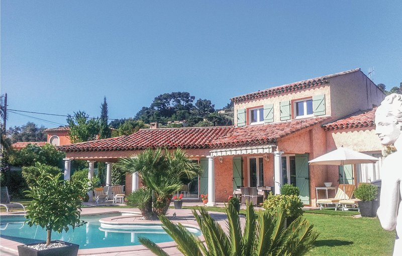 Beautiful home in Mougins with WiFi and 3 Bedrooms (FCA560), alquiler vacacional en Mougins