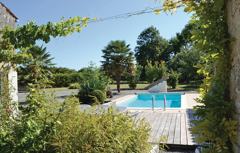 Nice home in Nuaille with Outdoor swimming pool and 3 Bedrooms (FCH038), holiday rental in Saint Pierre de Juillers