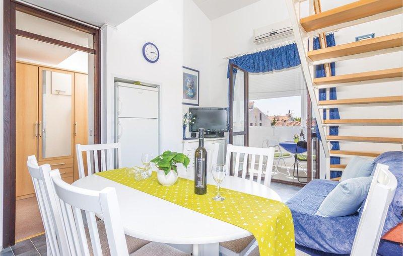 Beautiful home in Cervar Porat with WiFi and 2 Bedrooms (CIE824), location de vacances à Cervar Porat