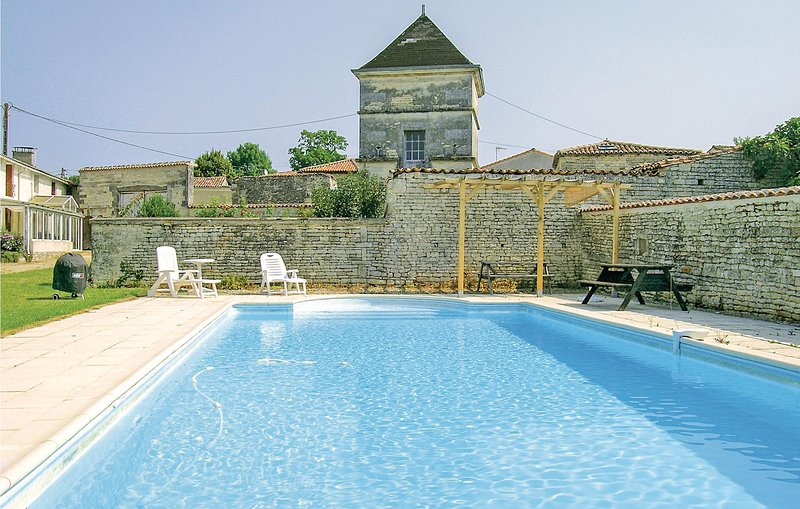 Awesome home in Neuvicq le Chateau with WiFi, Outdoor swimming pool and 4 Bedroo, vacation rental in Foussignac