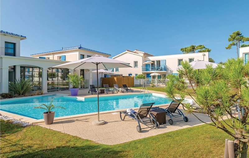 Awesome home in Saint Palais Sur Mer with 2 Bedrooms (FCH067), holiday rental in Saint-Augustin