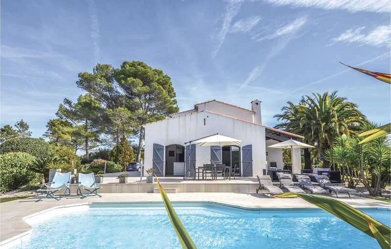 Beautiful home in Valbonne with WiFi and 5 Bedrooms (FCA686), casa vacanza a Roquefort les Pins