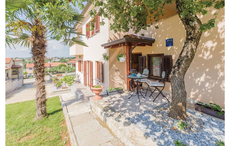 Awesome home in Radmani with WiFi and 0 Bedrooms (CIE855), alquiler vacacional en Zbandaj