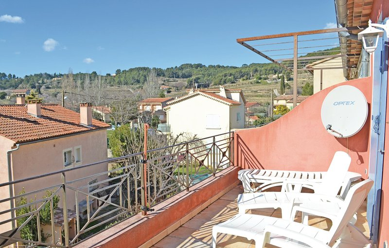Nice home in Le Beausset with 2 Bedrooms (FCV435), holiday rental in Signes
