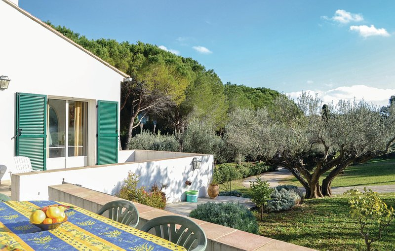 Amazing home in Toulon with WiFi and 3 Bedrooms (FCV458), holiday rental in La Valette-du-Var