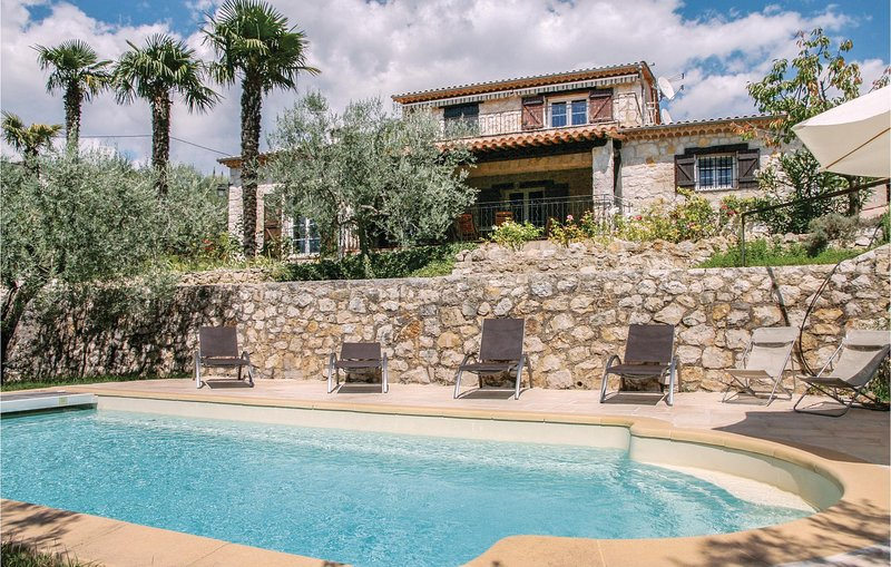 Awesome home in Fayence with WiFi and 5 Bedrooms (FCV498), alquiler de vacaciones en Tourrettes
