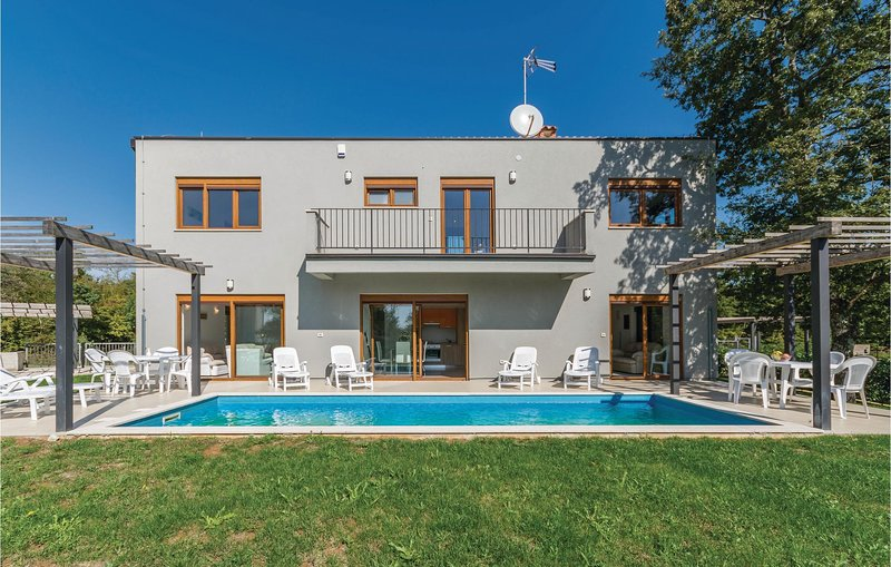 Amazing home in Buici with WiFi and 3 Bedrooms (CIE880), alquiler vacacional en Zbandaj