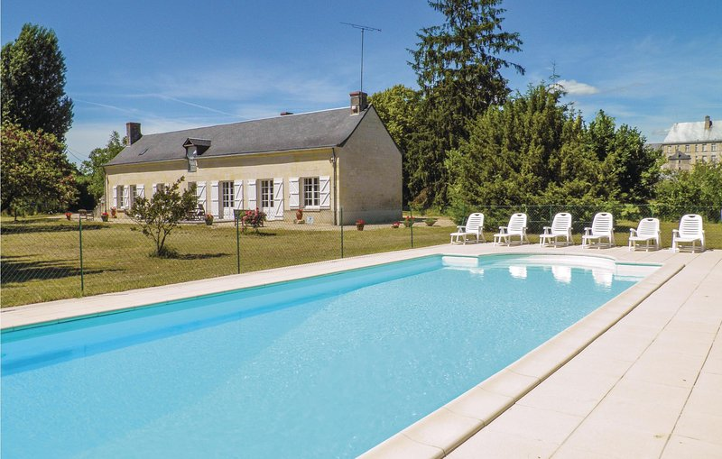 Amazing home in Bourgueil with WiFi and 4 Bedrooms (FEI019), holiday rental in Benais