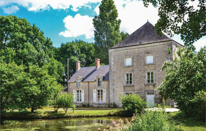 Nice home in Baccon with WiFi and 3 Bedrooms (FER003), holiday rental in Beaugency