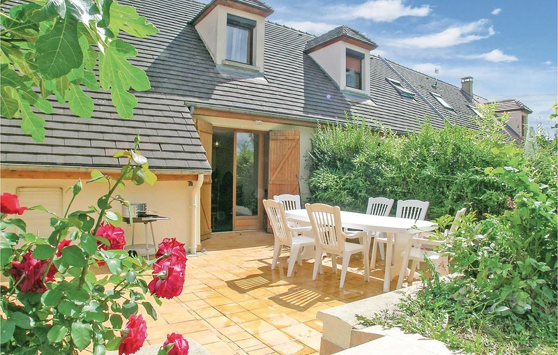 Amazing home in Mesnil St Pere with 3 Bedrooms (FHB004), holiday rental in Clerey