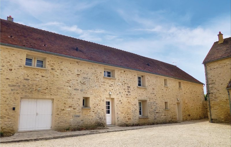 Beautiful home in Vaudoy en Brie with WiFi and 3 Bedrooms (FIS020), vacation rental in Saint-Loup-de-Naud