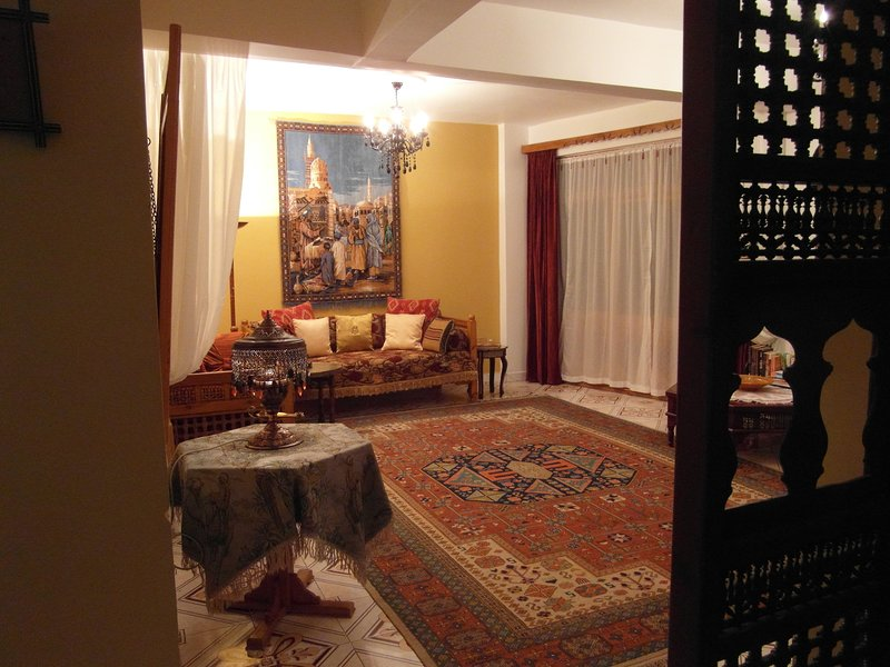 Luxury at 'Our Luxor' Apartment breakfast included, holiday rental in Luxor