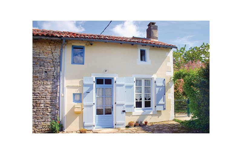 Amazing home in Paizay Naudouin with WiFi and 1 Bedrooms (FJC008), location de vacances à Couture-d'Argenson