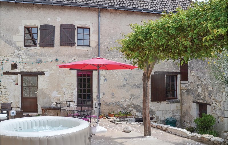 Awesome home in Preuilly sur Claise with Jacuzzi, WiFi and 4 Bedrooms (FEI703), location de vacances à Martizay