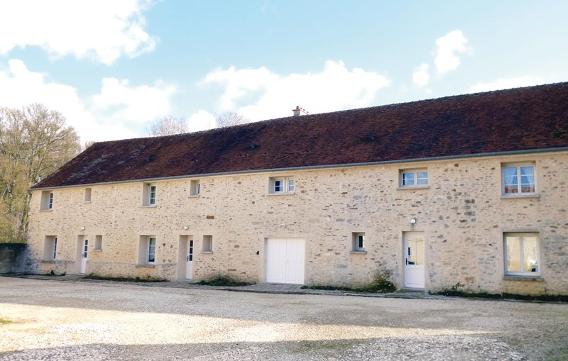 Awesome home in Vaudoy en Brie with WiFi and 3 Bedrooms (FIS023), vacation rental in Saint-Loup-de-Naud